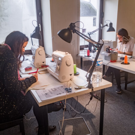 Des élèves de Lasne dans l'atelier