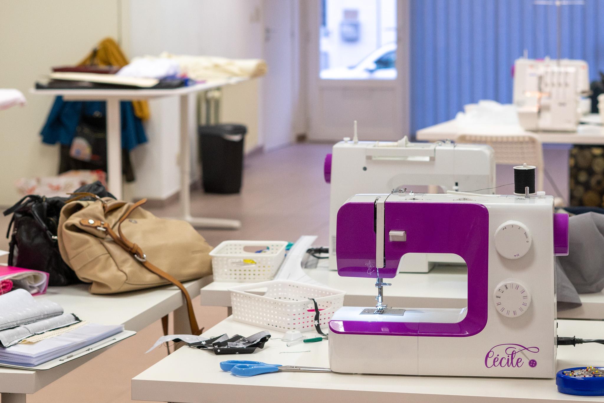 la machine à coudre Cécile dans l'atelier de cours de couture