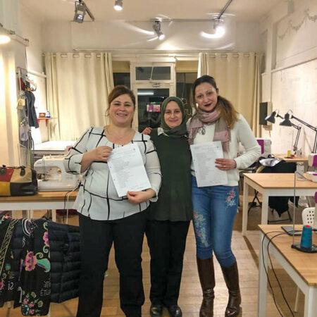 des élève de Bruxelles dans l'atelier de cours de couture