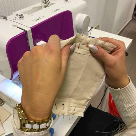 Tissu épinglé cours de couture à la Louvière
