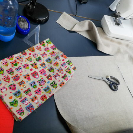 Résultat final du tissu cousu avec de jolie symbole de Cours de couture à Paris